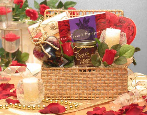 http://www.ornamentz.com/Gift-Baskets/Romantic-Evening-Valentine-Gift-Basket.jpg